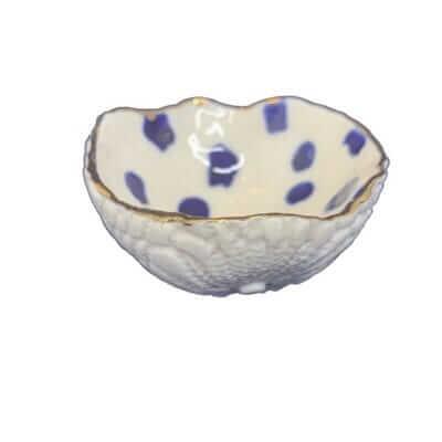 Lille smykkeskål med blå prikker 2